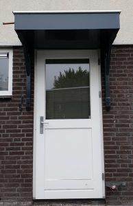 Deurluifel - Luifel deur - Maatwerk deurluifel - Luxe deurluifel - Handgemaakte deurluifel - Voordeurluifel - Klussenbedrijf CDV Dienstverlening