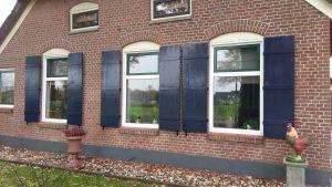 Maatwerk luiken - Raamluiken op maat - Houten luiken buiten laten maken