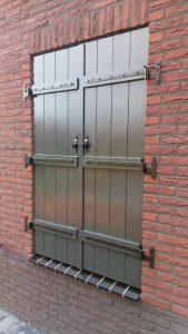 luiken op maat laten maken - houten luiken buiten -  maatwerk raamluiken