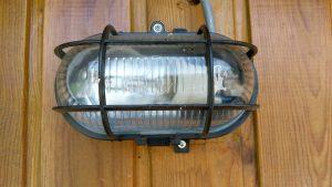 Buitenlamp laten aansluiten - Verlichting buiten laten plaatsen